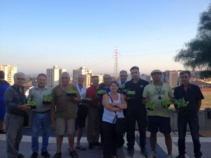200 piantine di lattuga e broccoli per l'orto urbano di Librino
